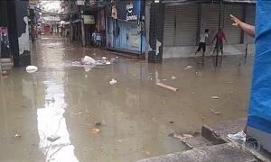 Rio sofre com falta de luz e água após chuvas, e prefeito continua viajando