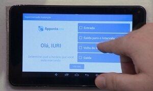 Tablet substitui o antigo relógio de ponto do trabalho
