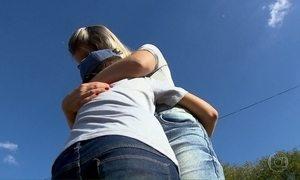 Menino vive fugindo com a mãe há 84 dias devido a disputa entre os pais