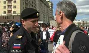 Ativista britânico é detido em Moscou em manifestação contra a homofobia