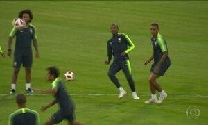 Na véspera do jogo contra a Bélgica, Danilo sofre lesão e está fora da Copa