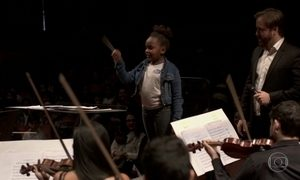 No Rio, crianças da rede pública se encantam com concerto no Municipal