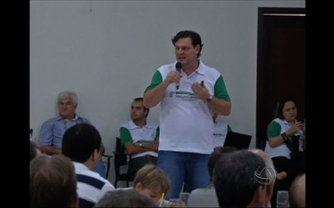 Famlias reclamam da demora na entrega (Parentes lutam para preservar histria (Parentes lutam para preservar histria (Educao e responsabilidade (Dia das mes para o setor do comrcio (Consumidor paga caro em produtos (Descolamento de placenta (Descola