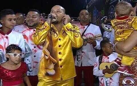 Imperadores do Samba é a última escola a desfilar em Porto Alegre
