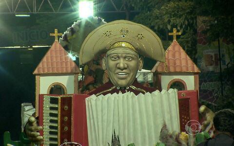 Blocos caricatos comemoraram volta à Avenida Afonso Pena, em BH, no desfile desta segunda