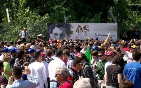 Pilotos jogam amistoso em tributo a Senna, em Ímola