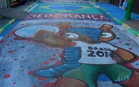 Decoração para a Copa atrai visitantes (Moradores fazem mutirão para dar o tons de verde e amarelo a uma rua de Pirituba (editar título))