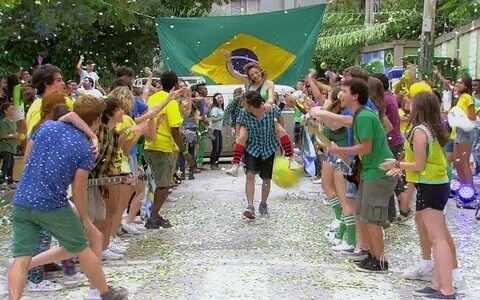 A galera presta uma homenagem ao Brasil