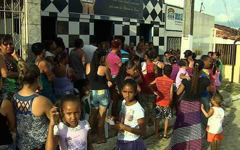 Criança assassinada é sepultada (Mundo Livre S/A/Facebook)