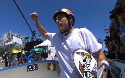 Pedro Barros dá show e vence etapa carioca do Mundial de Skate Bowl