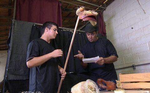 Grupo ensina produção teatral e encenação para moradores de distrito de Bom Despacho ()