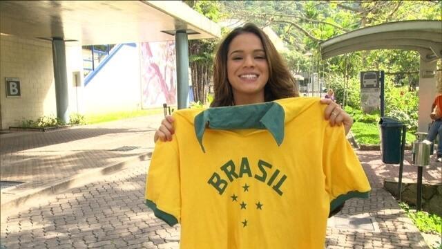 """""""Vestindo a camisa"""": Artistas e torcedores entram no clima da Copa do Mundo"""