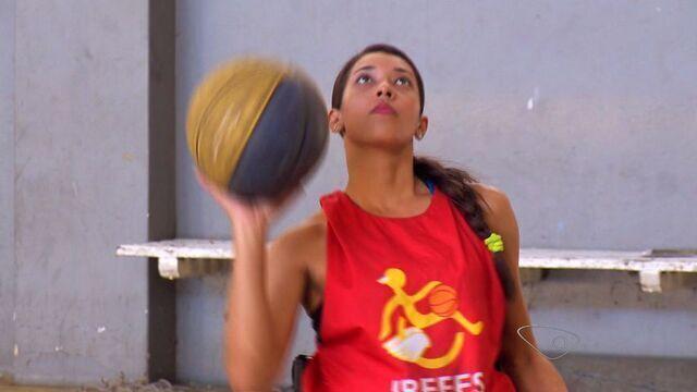 Equipe de basquete sobre cadeira de rodas do ES mostra exemplo de superação