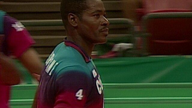 Confira alguns lances de Joel Despaigne, grande jogador de vôlei cubano na década de 90