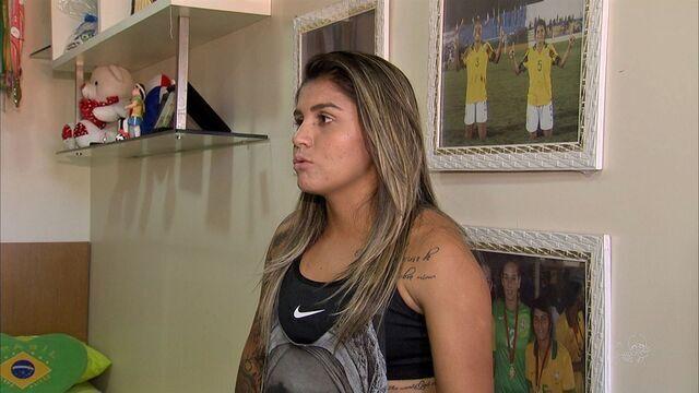 Cearense Gabi Neymar vai jogar na Europa e mostra se sabe fazer tapioca