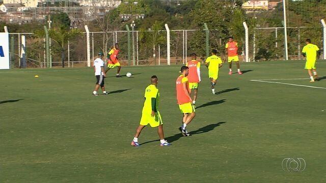 Goiás estuda substituto para Wesley Matos contra o Criciúma