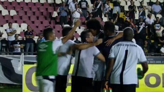 BLOG: Douglas Luiz se firma em mau momento do Vasco e derruba clichê sobre garotos da base