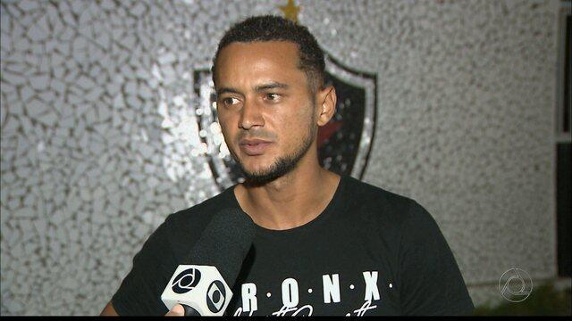 Sapé se mostra feliz com renovação com o Botafogo-PB