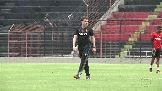 Daniel Paulista conversa com jogadores do Sport para tentar segurar ataque do Palmeiras