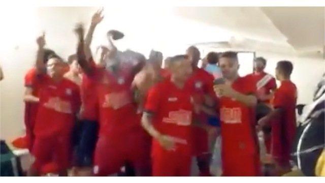 Vídeo mostra festa no vestiário do Friburguense após o título da Copa Rio