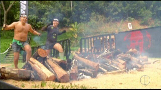 Candidatos enfrentam trilha e obstáculos no 'Spartan Race' em Petrópolis, no RJ