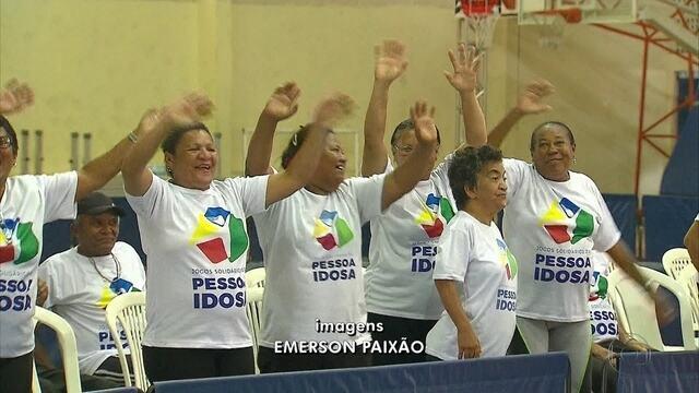 Jogos da Pessoa Idosa são disputados em colégio do Recife