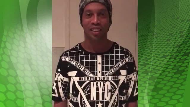 """BLOG: Ronaldinho parabeniza Maradona: """"Ídolo máximo, o maior que conheci"""""""