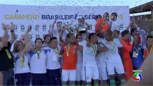 Baú do Esporte: Em 2013, Palmeiras recebeu a taça de campeão da Série B no Morenão