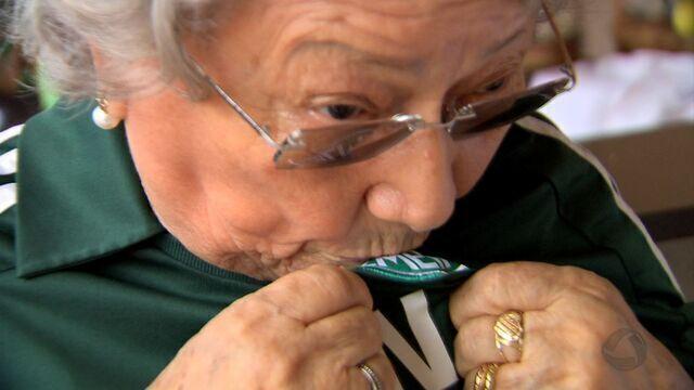 Amor pra vida toda, vovó Augusta realiza sonho de assistir jogo do Palmeiras, em São Paulo
