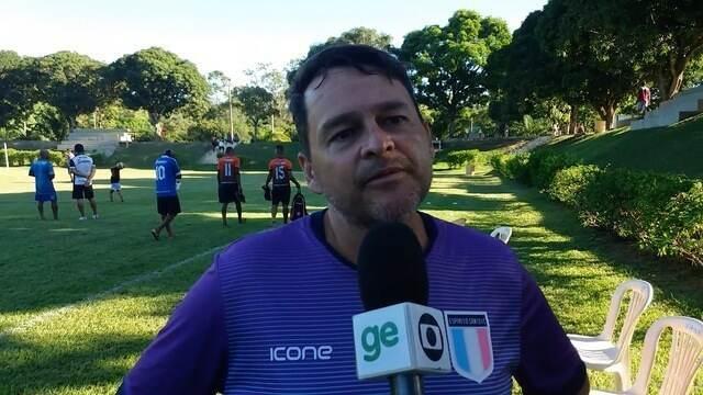 Técnico do Santão elogia o meia Marcinho e destaca agressividade de lateral colombiano