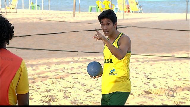 Seleção Brasileira de handebol de areia se prepara para Sul-Americano Juvenil