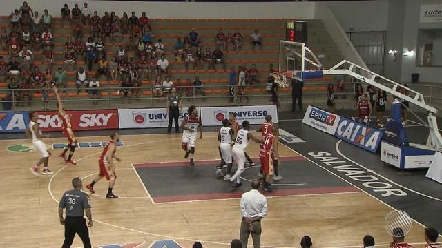 Equipe de basquete do Vitória vence o Caxias do Sul pelo NBB
