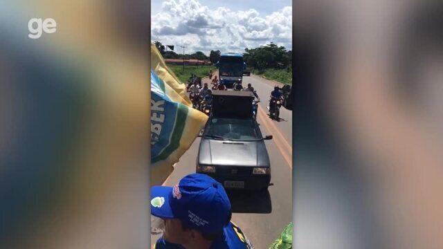Chegada do Altos após eliminação da Copa do Brasil tem carreata e fogos