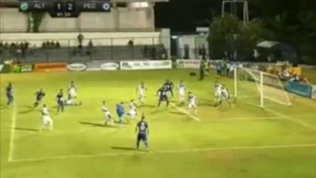 Auxiliar marca impedimento e anula gol do Altos na final com o Parnahyba; veja lance