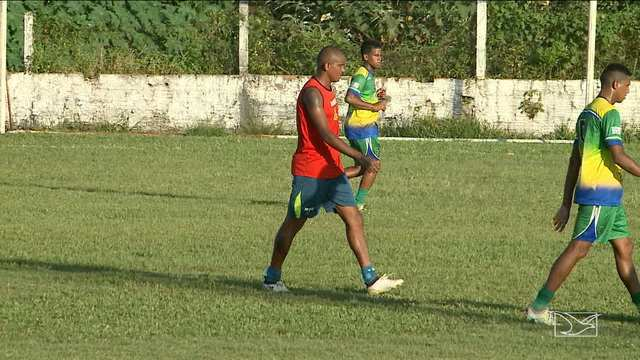 Sampaio volta aos treinos e contará com Isac no próximo jogo