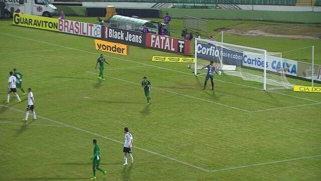 Denner arrisca de muito longe, e Thiago Rodrigues defende