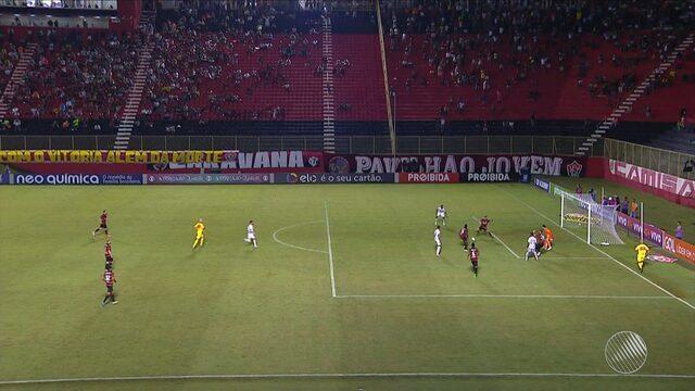 Vitória perde para o Santos por 2 a 0, mesmo jogando em casa