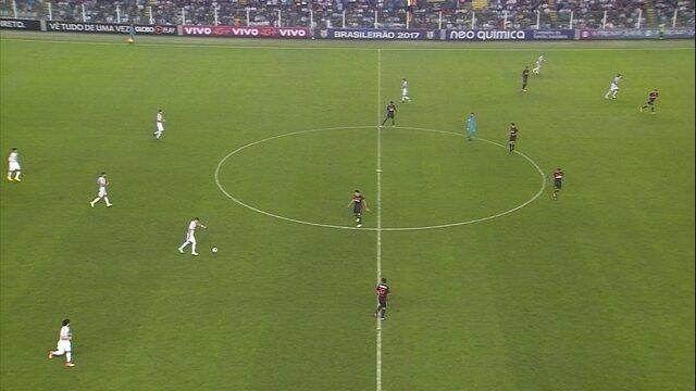 Renato tenta o lançamento, mas o lance fica com o Sport