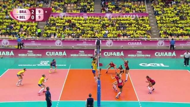 3º set: Mais uma vez com o bloqueio de Carol, Brasil passa a frente no placar; 10 x 9