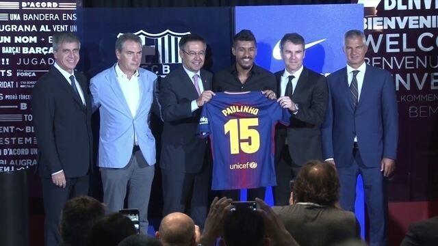 Paulinho é apresentado pelo Barcelona e diz que não teme pressão
