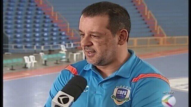 Antes da estreia, Marquinhos Xavier fala dos desafios à frente da seleção de futsal