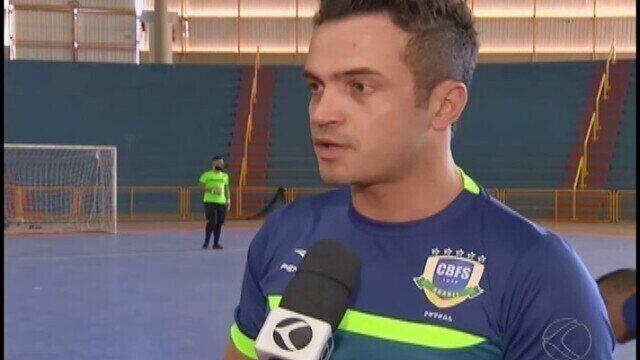 """No retorno à seleção de futsal, Falcão destaca """"nova"""" função antes de 1º desafio"""