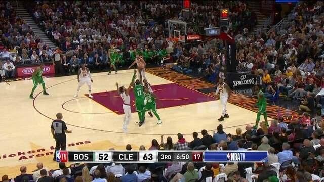 Bola de três de Irving para os Celtics, 63 x 55 Cleveland