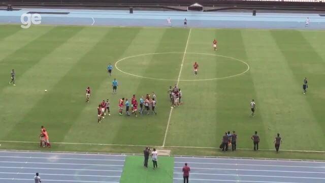 Dividida e bolada causam princípio de confusão em Bota x Fla pela final da Taça Rio Sub-17
