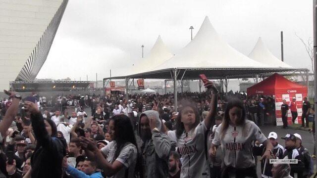 Vai, Corinthians - Volta olímpica na Arena com as campeãs da Libertadores