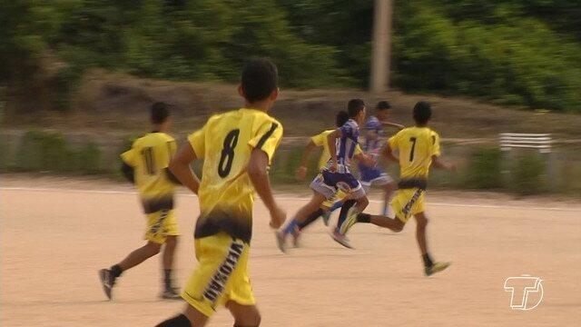 Jovens aproveitam o feriado para disputar jogo pelo Sub 16 santareno