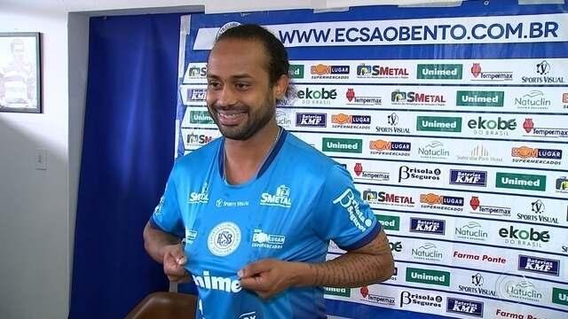"""Celsinho é apresentado no São Bento e avisa: """"Não sou o Ronaldinho Gaúcho"""""""
