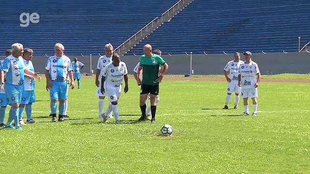 Ex-atacante Paraná repete o primeiro gol marcado no Estádio do Café