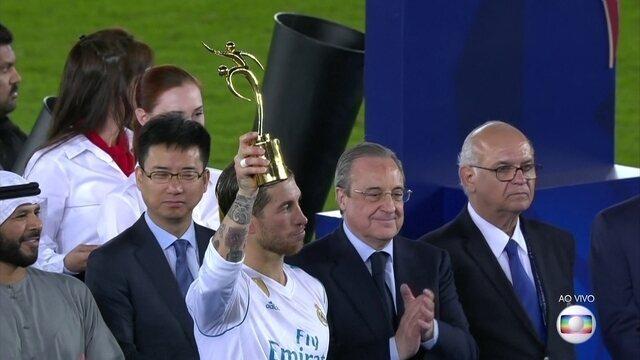 Sergio Ramos recebe o troféu de Fair Play do Mundial de Clubes da Fifa
