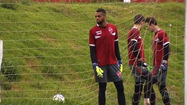 Prata da casa, Gabriel é o goleiro titular do Vila no início do Goianão